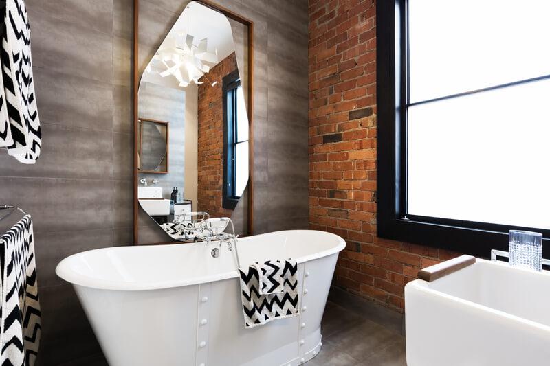 vrijstaand-bad-in-badkamer