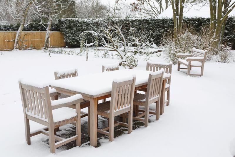 tuinmeubelen-onderhouden-winter